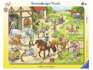A lovastanyán 40 darabos puzzle