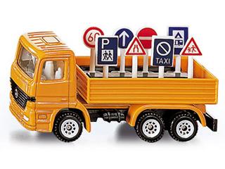 Kamion közlekedési jelekkel