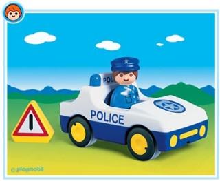 Rendőrautó úton